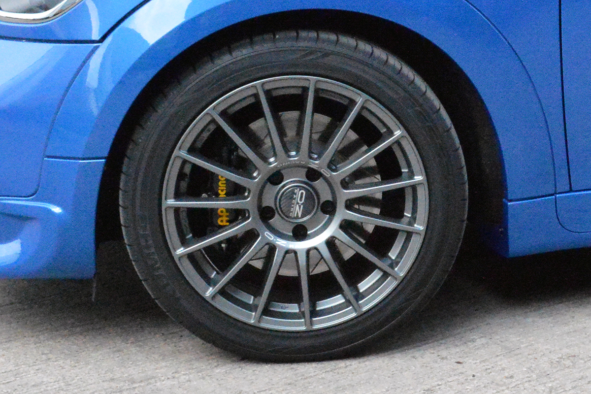 Black  Spoke Racing Rims On Car