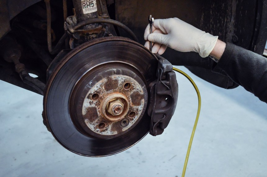 lohen-brake-fluid-change-fitted-in-house-24